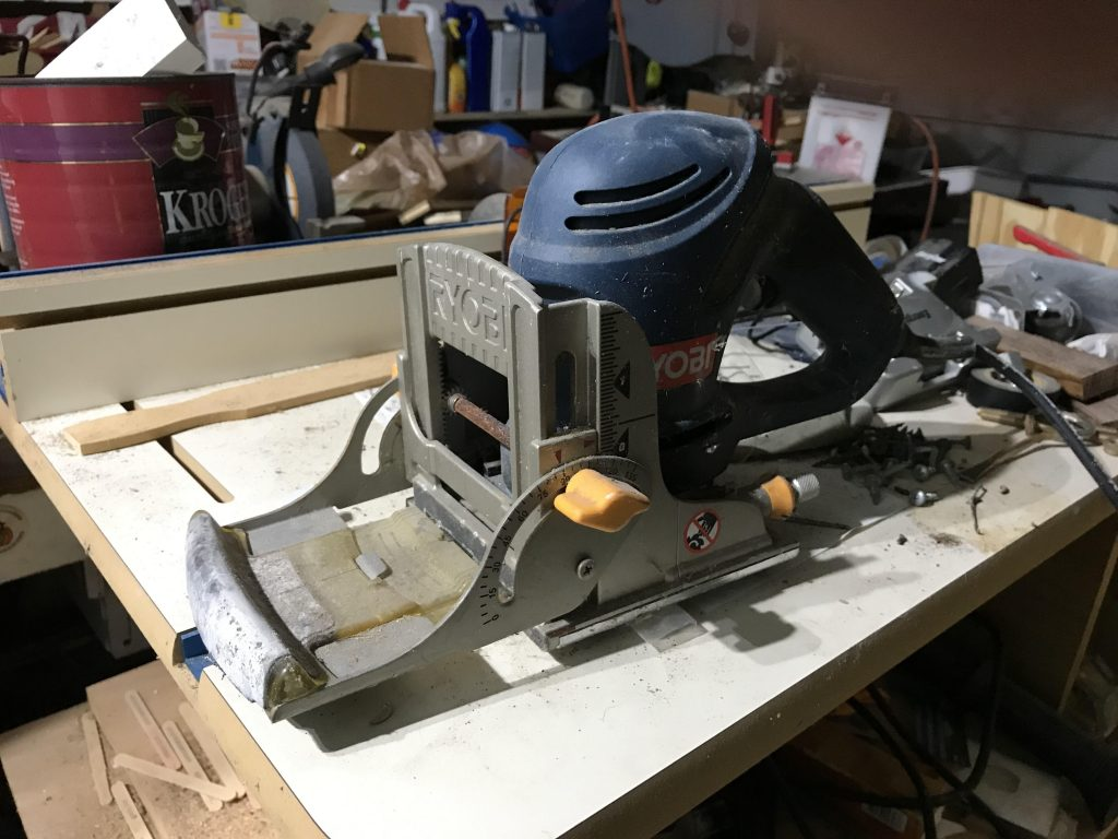 Biscuit joiner for woodworking
