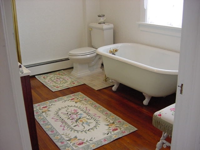 Antique crow foot bathtub, courtesy Kraemarie