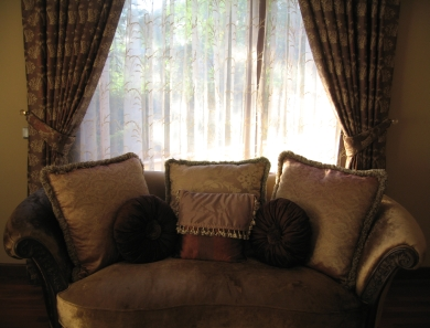 Brown wallpaper and sofa, photo courtesy of Merala