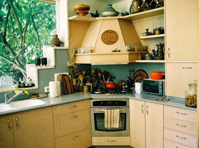 Custom kitchen cabinets and the architectural work triangle