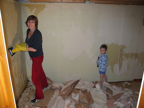 How to remove wallpaper removing paper or vinyl wall for How hard is it to remove wallpaper